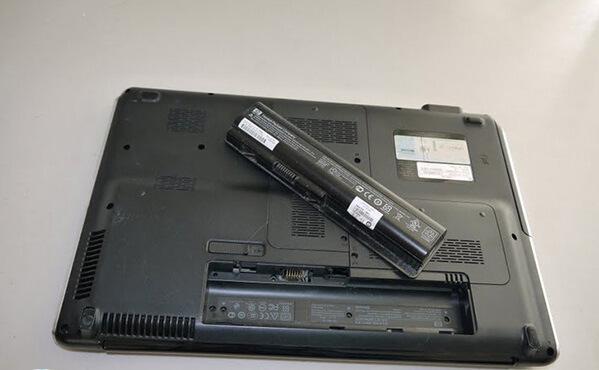 Thay pin laptop Dell chính hãng nhanh chóng trong ngày